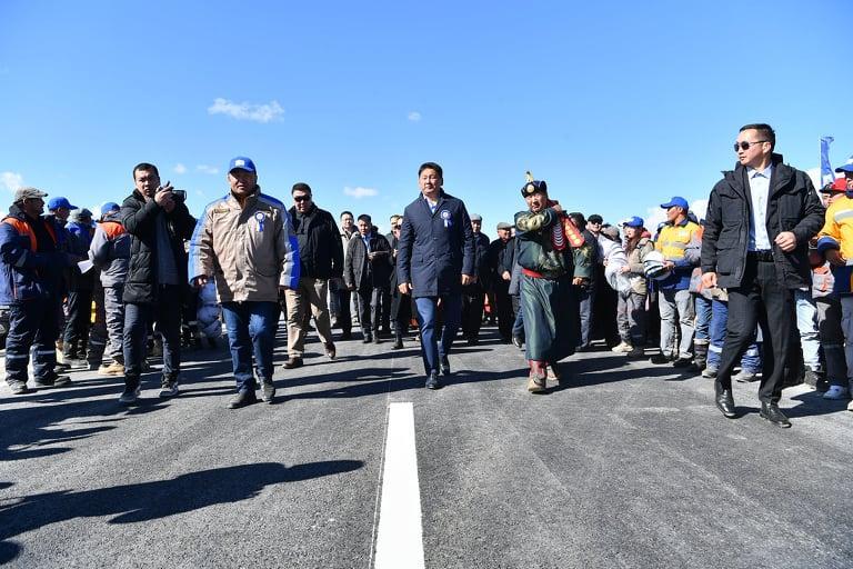 Говь-алтай аймаг Улаанбаатар хоттой хатуу хучилттай авто замаар холбогдлоо
