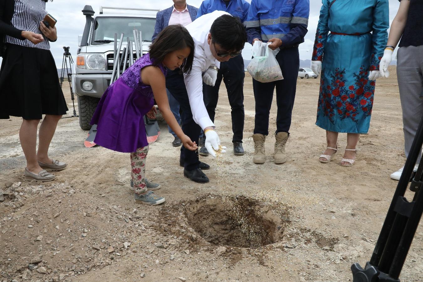 Даланзадгадад 1200 хүүхдийн шинэ сургуулийн барилгын ажлыг эхлүүллээ