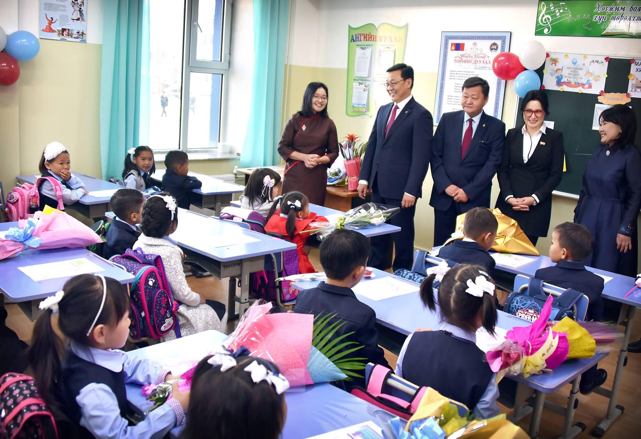 Монгол улсын Ерөнхий сайд хичээлийн шинэ жилийн нээлтэд оролцлоо